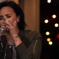 """Demi Lovato canta """"Stone Cold"""" no programa """"The Late Late Show with James Corden"""". Assista!"""