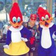 MC Gui aproveitou para tirar uma série de fotos com os personagens da Universal Studios