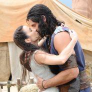 """Novela """"Os Dez Mandamentos"""": na 2ª temporada, Zur (Dudu Azevedo) rouba beijo de Jaque!"""