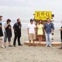 """No """"BBQ Brasil"""": competidores fazem churrasco na praia em novo episódio!"""