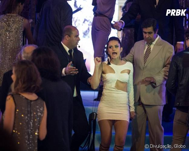"""Em """"Totalmente Demais"""", Cassandra (Juliana Paiva) e Hugo (Orã Figueiredo) já foram barrados na festa da revista"""