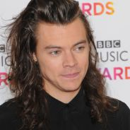 Harry Styles, do One Direction, corta os cabelos e assunto vai parar nos Trending Topics do Twitter!