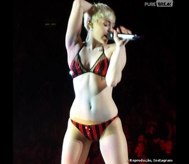 """Miley Cyrus não conseguiu colocar sua calça na """"Bangerz Tour"""""""