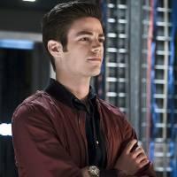 """Em """"The Flash"""": na 2ª temporada, Zoom é derrotado por Barry? Fotos da season finale fazem revelação!"""