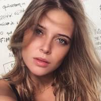 Biel é visto aos beijos com modelo em boate no Rio de Janeiro, diz jornal