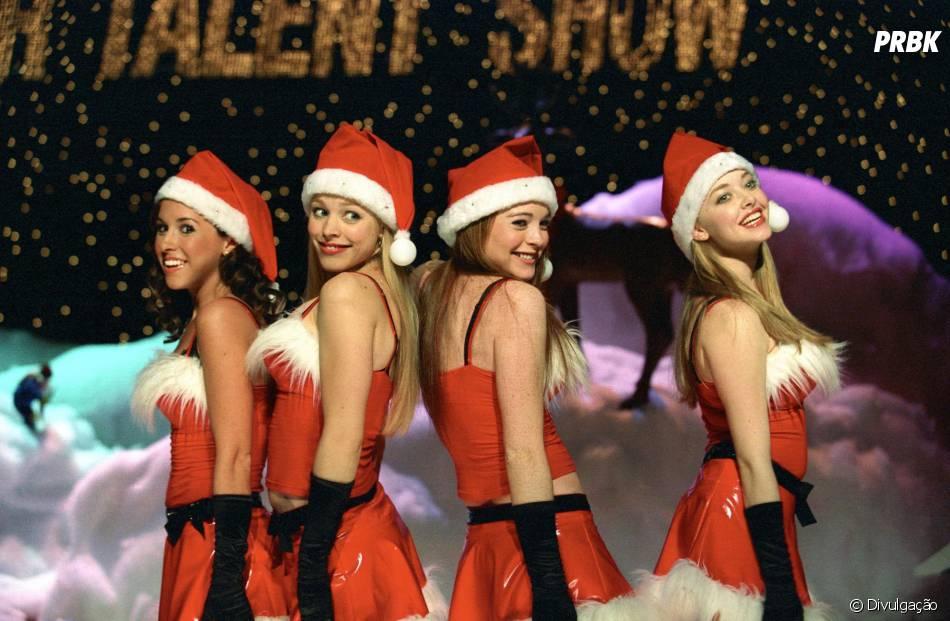 """Clássica cena em que as """"meninas malvadas"""" cantam e dançam """"Jingle Bells Rock"""""""