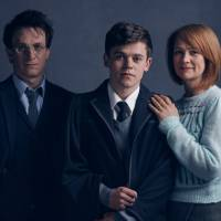 """Novo """"Harry Potter"""": Harry, Gina e seu filho Alvo aparecem nas primeiras fotos da peça!"""