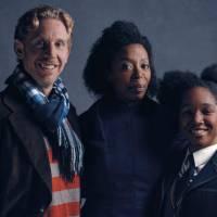 """Novo """"Harry Potter"""": Hermione, Rony e a filha Rose aparecem em novas imagens da peça!"""