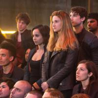 """Shailene Woodley surge em novas imagens do filme """"Divergente"""". Vem ver!"""