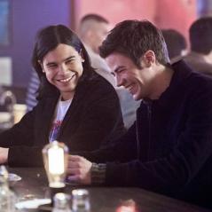 """Em """"The Flash"""": na 3ª temporada, Grant Gustin e Carlos Valdés falam sobre destalhes da nova fase!"""