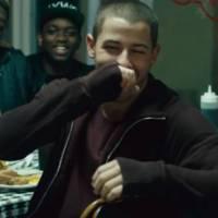 "Nick Jonas lança clipe de ""Bacon"" com Ty Dolla $ign exclusivamente para o Tidal, plataforma de Jay-Z"