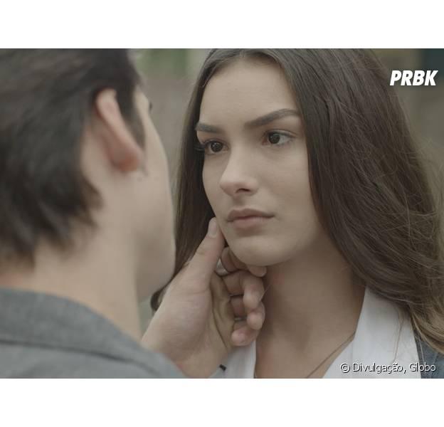 """Em """"Malhação"""", Rodrigo (Nicolas Prattes) tenta reatar com Luciana (Marina Moschen), mas leva fora"""
