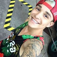"""MC Gui de tatuagem nova? Dono do hit """"Vai Começar a Ousadia"""" mostra o resultado da arte no Snapchat!"""