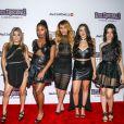 """Fica difícil lidar quando o Fifth Harmony resolve usar looks pretos. Olha essa perfeição na pré-estreia de """"Hotel Transilvania 2"""""""
