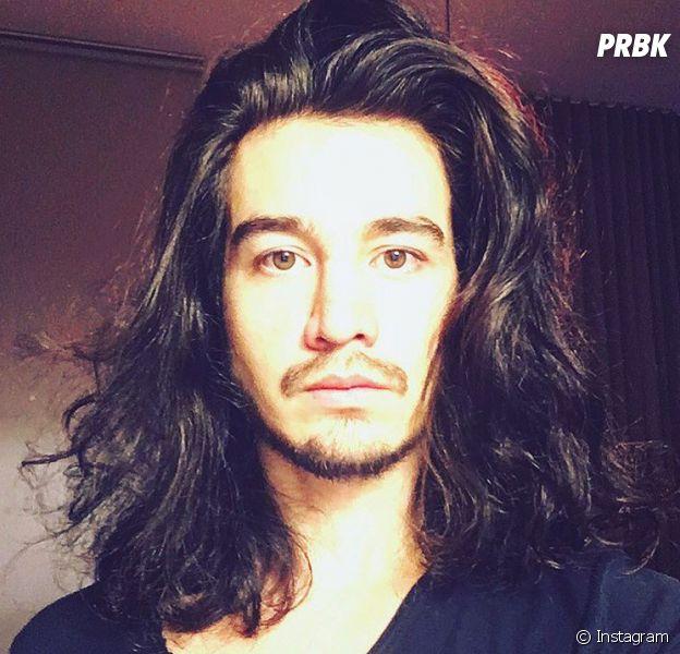 """Tiago Iorc surge com cabelo solto no Instagram e ganha elogios: """"Maravilhoso!"""""""
