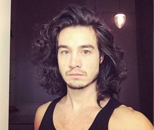 Tiago Iorc já apareceu com fios soltos no Instagram!