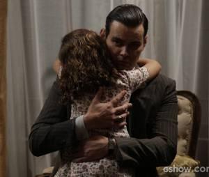 """Em """"Joia Rara"""", Manfred (Carmo Dalla Vecchia) se emocionar com abraço de Pérola (Mel Maia)!"""