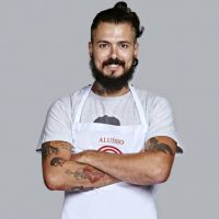 """No """"MasterChef Brasil"""": Aluisio erra na asa de frango e é eliminado da competição!"""