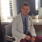 """Em """"Scream Queens"""": na 2ª temporada, Taylor Lautner aparece na primeira foto da nova fase!"""