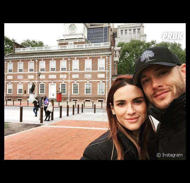 """Jensen Ackles vai ser pai! Esposa do astro de """"Supernatural"""" está esperando um casal de gêmeos"""