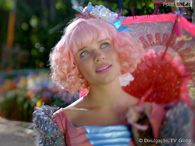 """Já pensou como seria algumas atrizes com o cabelo cor-de-rosa de Bruna Linzmeyer, de """"Meu Pedacinho de Chão""""?!"""