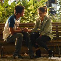 """Em """"Malhação"""": Anita quase volta com Ben, mas desiste por medo de Antonio"""