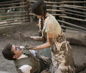 """Romeu (Klebber Toledo) eMafalda (Camila Queiroz) estão noivos prestes a casar em""""Êta Mundo Bom!"""""""