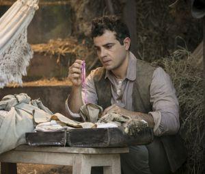 """Em """"Êta Mundo Bom!"""",Zé dos Porcos (Anderson Di Rizzi) está pensando em ir embora e deixar o sentimento que tem porMafalda (Camila Queiroz) para trás"""