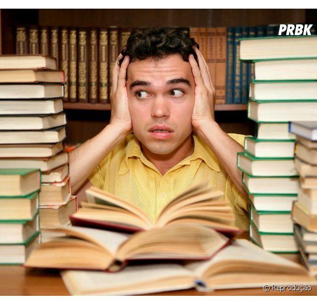 Não precisa se desesperar para estudar, videoaulas na internet podem ser uma solução!