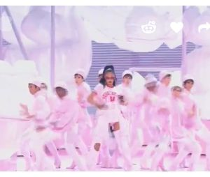 Rihanna abre o VMA 2016 com medley bombástico
