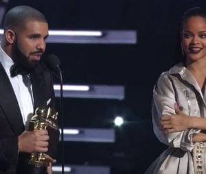 Rihanna recebe Michael Jackson Vanguard Award das mãos de Drake