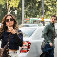 """Novela """"Sol Nascente"""": César (Rafael Cardoso) chama Alice (Giovanna Antonelli) para sair!"""