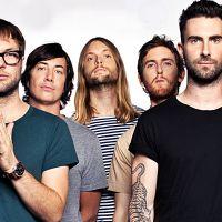 Maroon 5 de música nova! Adam Levine canta single inédito em show e fãs piram