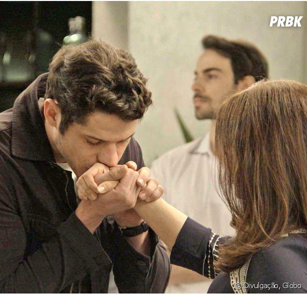 """Em """"Haja Coração"""", Adônis (José Loreto) está apaixonado por Shirlei (Sabrina Petraglia)!"""