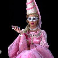 """Katy Perry fica irreconhecível em prévia do clipe """"Birthday"""". Doideira pura!"""