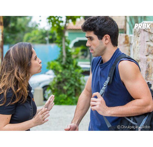 """Em """"Malhação"""", Nanda (Amanda de Godoi) conversa com Rômulo (Juliano Laham) após beijo roubado"""
