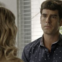 """Final """"Haja Coração"""": Felipe (Marcos Pitombo) arma para desmascarar Jéssica após prisão de Shirlei"""