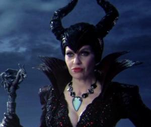 """Em """"Once Upon a Time"""",Malévola (Kristin Bauer) não tem limites para seu desejo de vingança"""