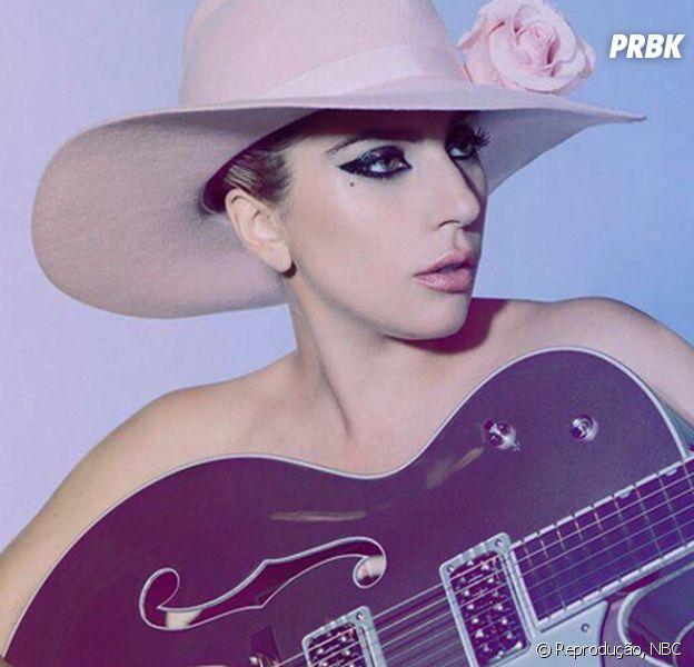 Lady Gaga faz tatuagem com o nome Joanne no braço