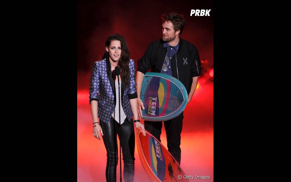 "Robert Pattinson acompanhado da ex Kristen Stewart no""Teen Choice Award""!"