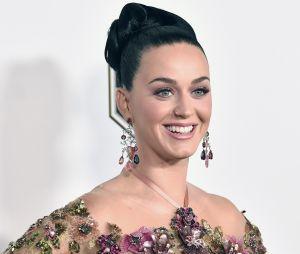 Katy Perry é uma diva pop que apaga as velinhas em 25 de outubro