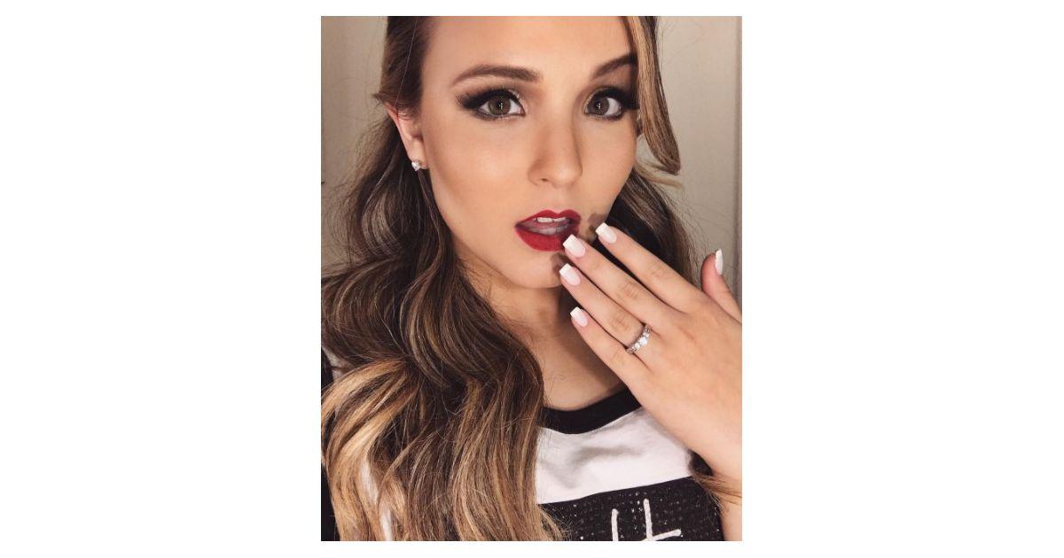 e4f0bb9a9faf8 Larissa Manoela deixa os cabelos coloridos para show e mostra novo visual  no Instagram! - Purebreak