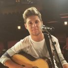 "Niall Horan, do One Direction, lança lyric vídeo do hit ""This Town"", single da sua carreira solo!"