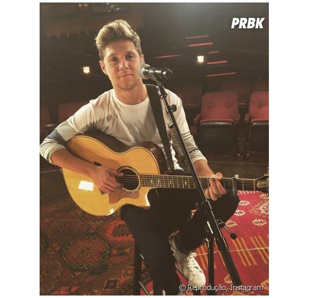 """Niall Horan lança lyric video da música """"This Town"""" no Youtube e fãs piram"""