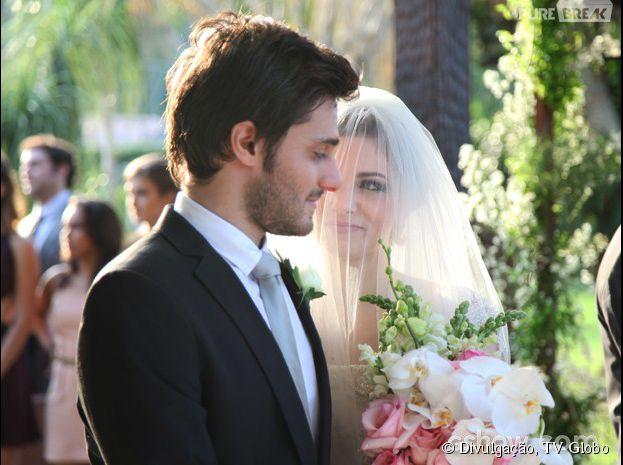 """Em """"Malhação"""", Micaela (Laís Pinho) casa com Martin (Hugo Bonemer)"""