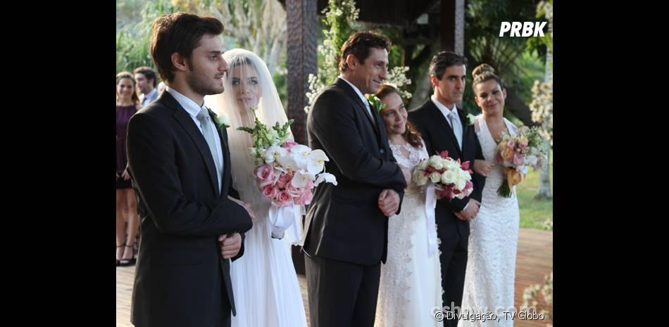 """O casamento de Martin (Hugo Bonemer) e Micaela (Laís Pinho) será triplo em """"Malhação"""""""