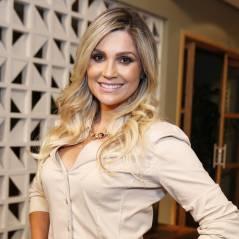 """Brincalhona, Flávia Alessandra comenta striptease de Otaviano Costa: """"Mandei fazer em casa!"""""""