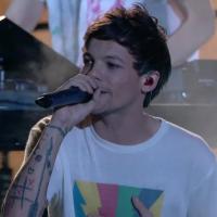 """Louis Tomlinson, do One Direction, lança """"Just Hold On"""", seu primeiro single solo em homenagem à mãe"""