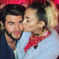 Miley Cyrus e Liam Hemsworth visitam hospital infantil na Califórnia e fazem a alegria dos fãs!