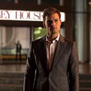 """De """"50 Tons Mais Escuros"""": Jamie Dornan, o Christian Grey, em 10 gifs de aquecimento para a estreia!"""